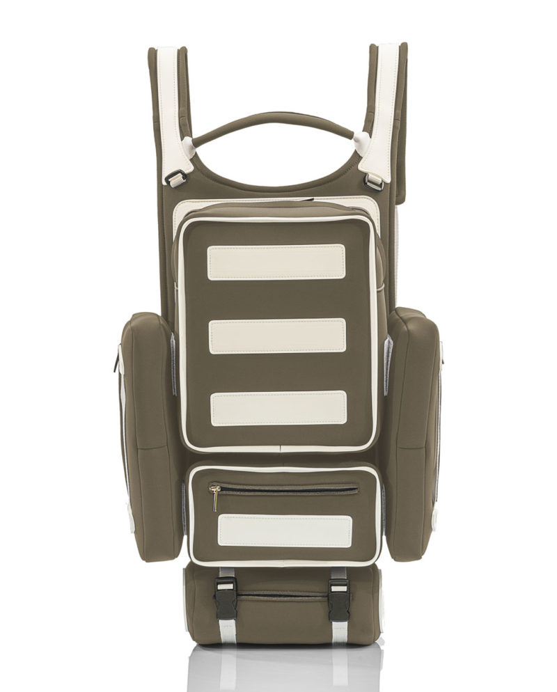 Tron Backpack unisex Un incredibile zaino interamente realizzato a mano, con materiali effetto neoprene della collezione AP by Artpelle